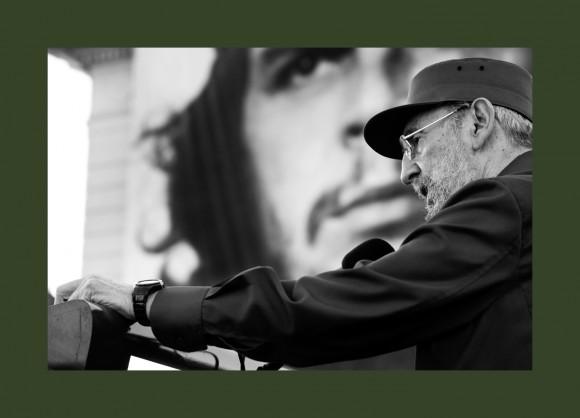 Fidel castro firar med sjalvbiografi