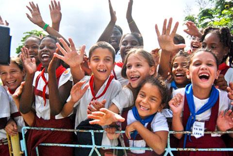 Skolbarn på Kuba_TeleSur_480