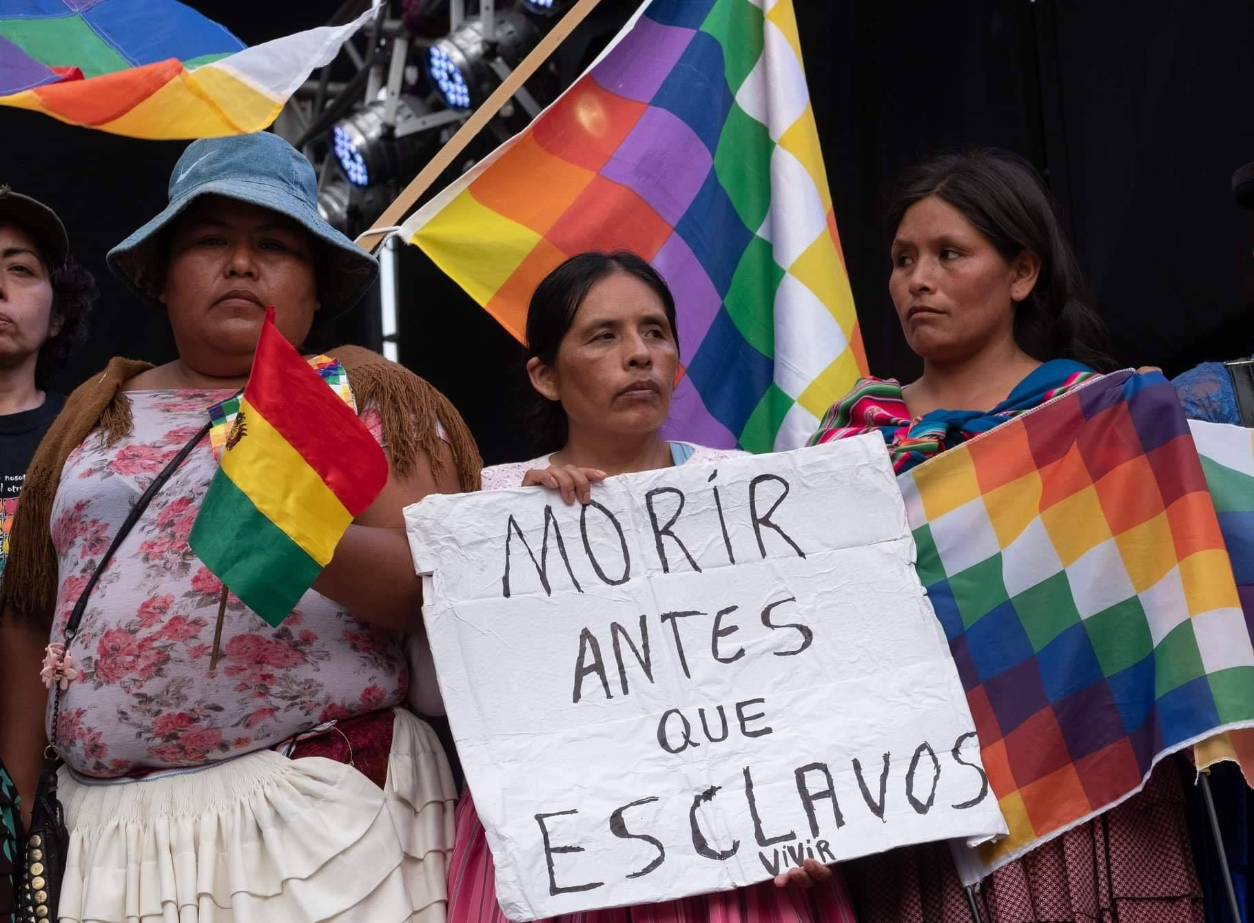 Bolivia_protest_whipala