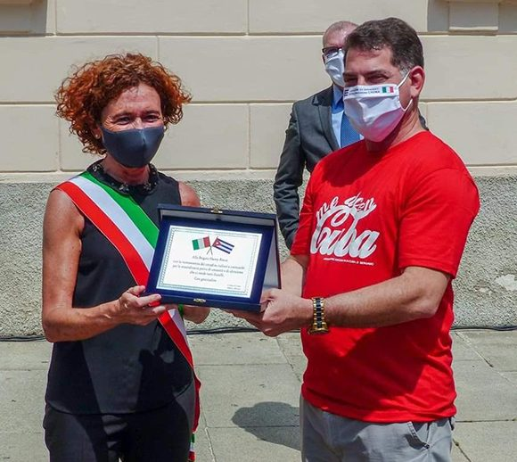 alcaldesa_CremaIT_brigada_cubana