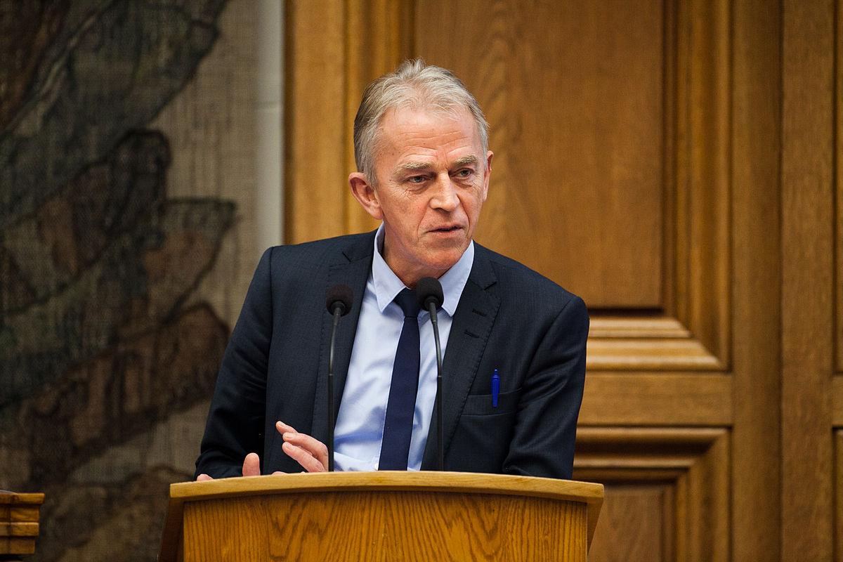 Danmarks_utrikesminister_Villy_Soevndahl